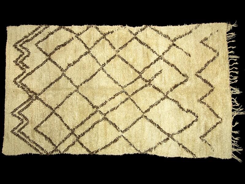 Beni Ouaraïn. Berber loop-knotted wool vintage rug
