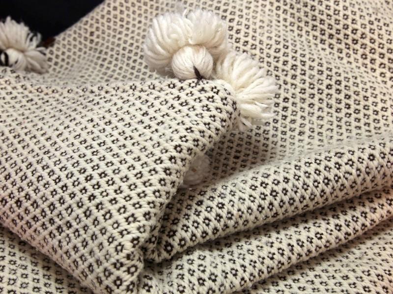 Moroccan artisan handwowen wool blanket L