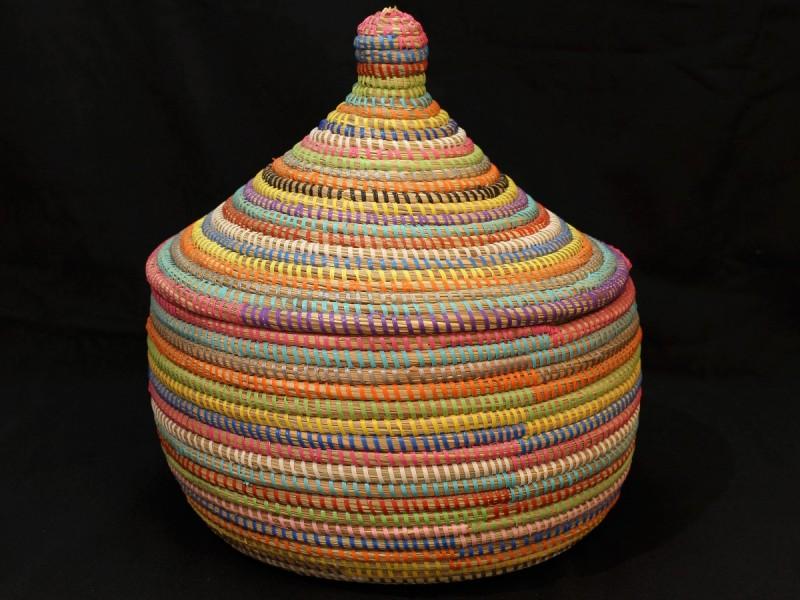 Handwoven plastic and vegetal fiber basket