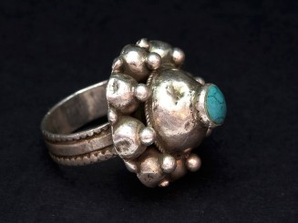 Old silver and turquoise ring