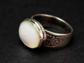 Old silver mother of pearl ring