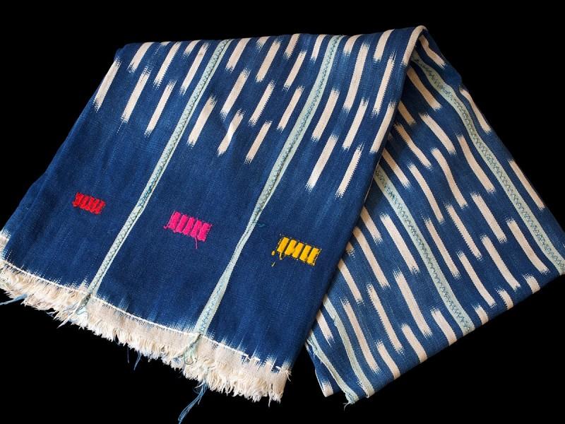 Pagne Baulé. Vintage indigo ikat cloth.