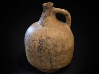 Guembura. Old earthenware...
