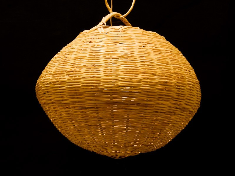 Lámpara bola de caña abierta