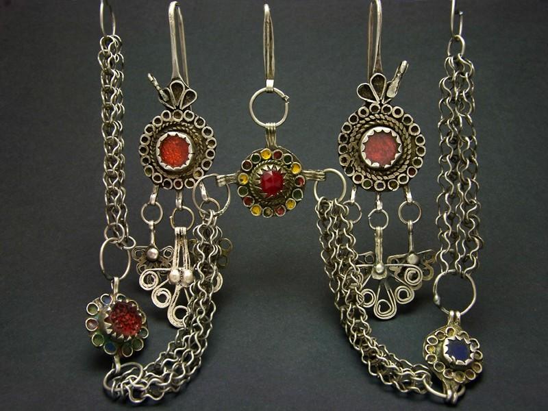 Old Berber silver earrings & headgear