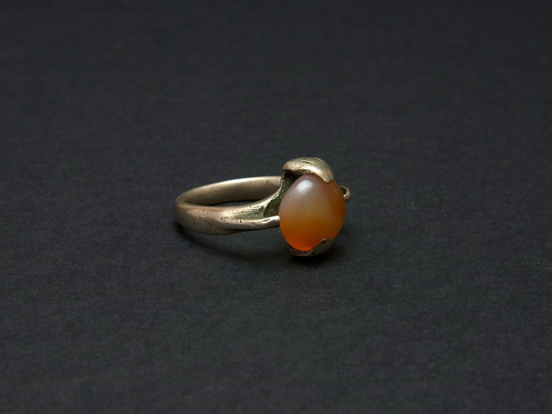 Old Tuareg -hadji- silver and agate ring.