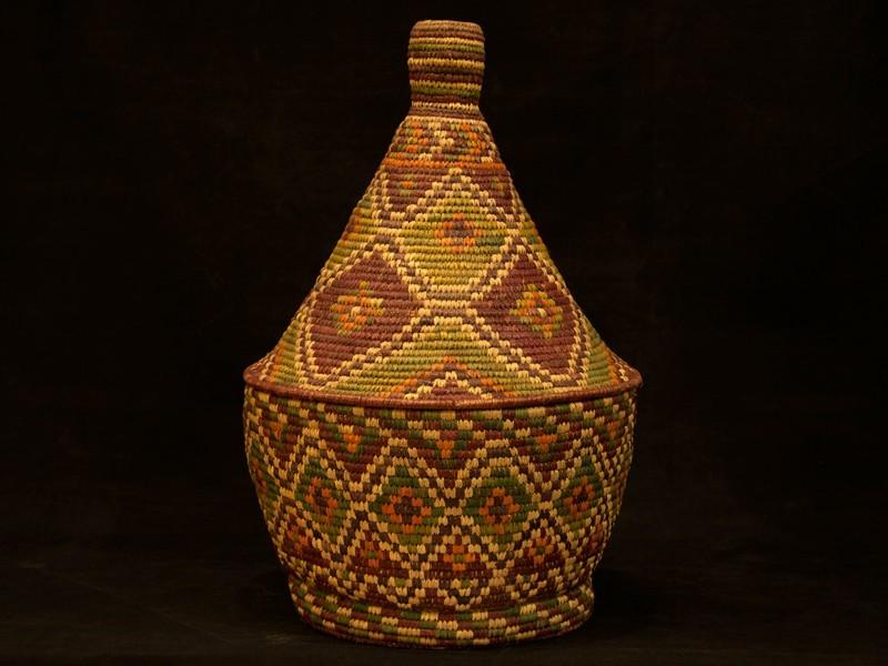 Vintage lidded straw basket. Guercif