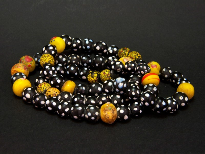 Strans old African trade beads