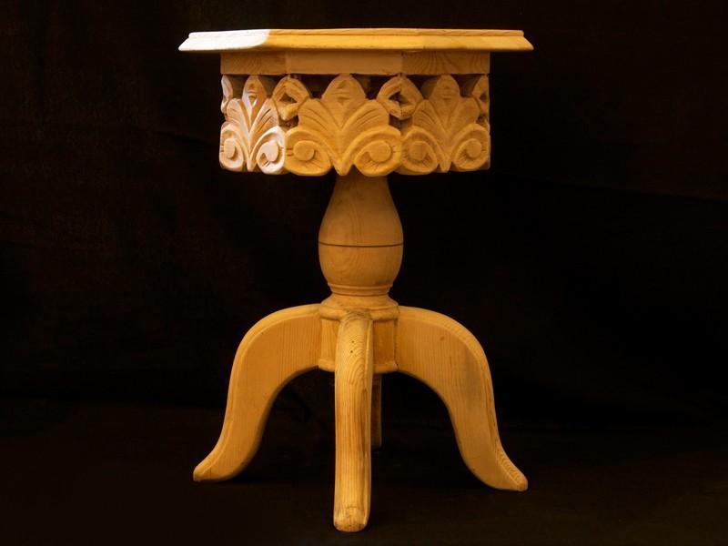 Mesa auxiliar octogonal cedro calado (con pie)