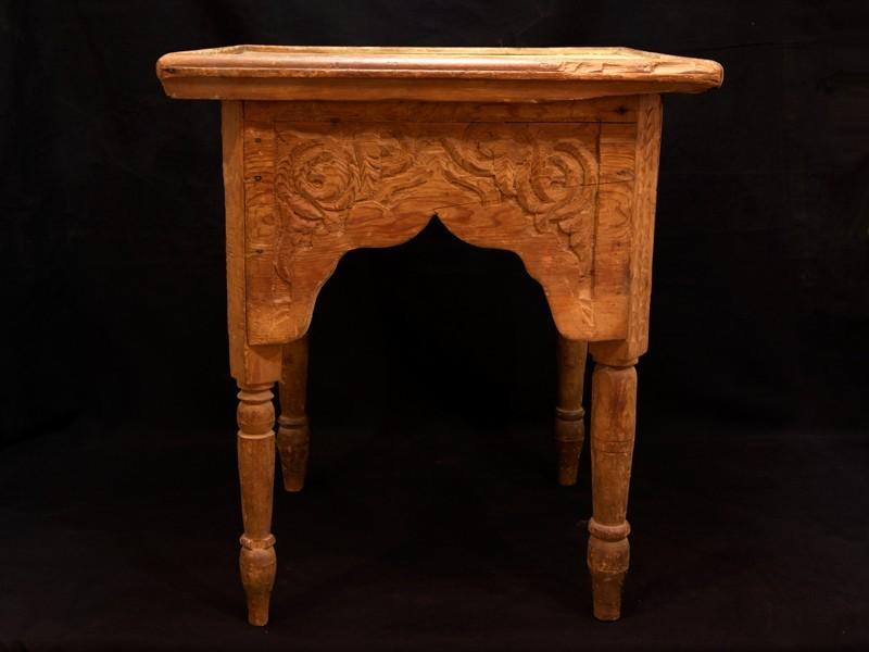 Mesa cedro tallado vintage