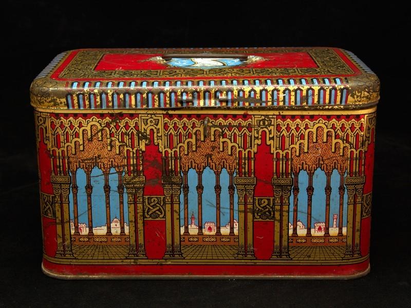 Vintage orientalist tin box (L)