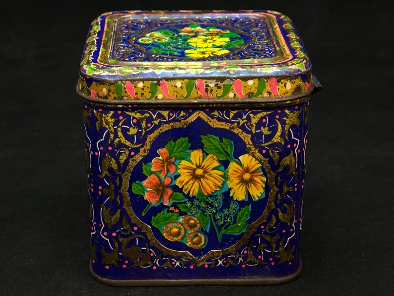 Vintage orientalist tin box (S)