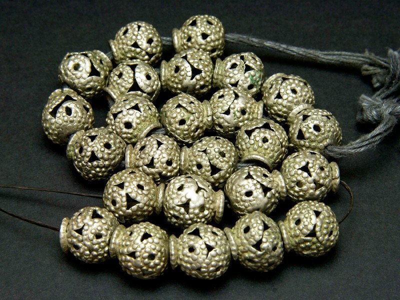 Strand old Afghan silver beads (round)