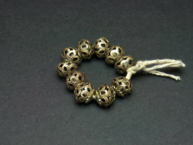 Strand old silver beads (round)