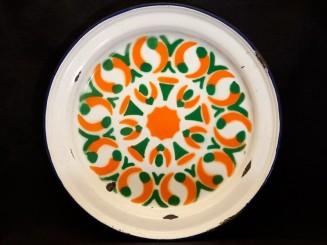 Enamelled couscous plate