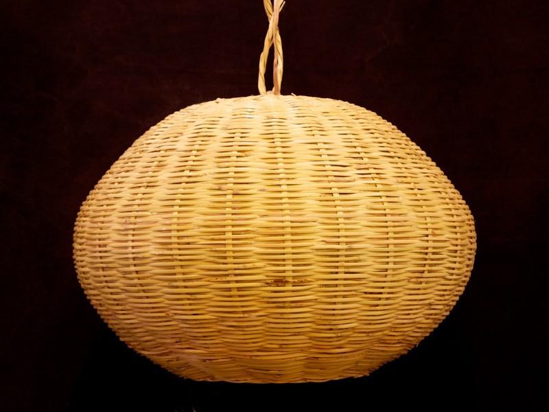 Lámpara bola de caña