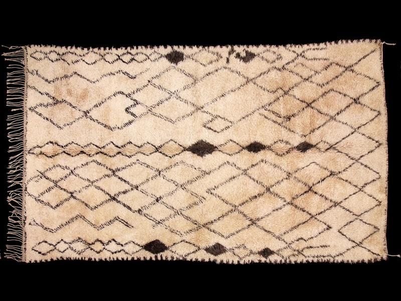 Beni Ouaraïn. Berber knotted wool vintage rug